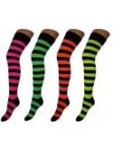 Dryžuotos neoninės kojinės virš kelių mergaltėms